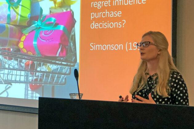 Sarah Joy Lyons forsvarte sin doktorgradsavhandling om forbrukernes oppfatning av høykvalitets premium- og luksusprodukter.